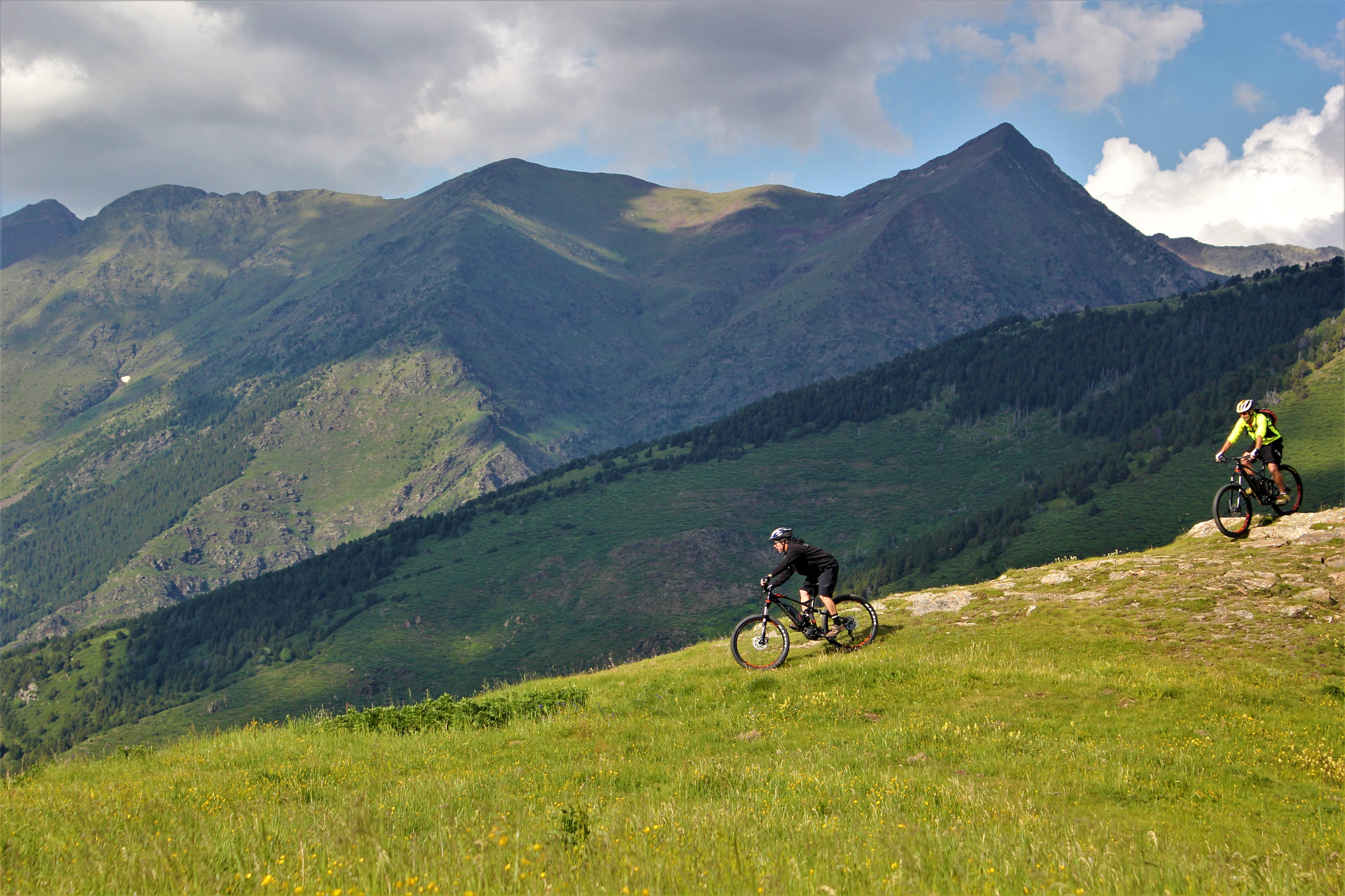 ¡¡E-bikes y disfruta de la bicicleta en el Pirineo!!